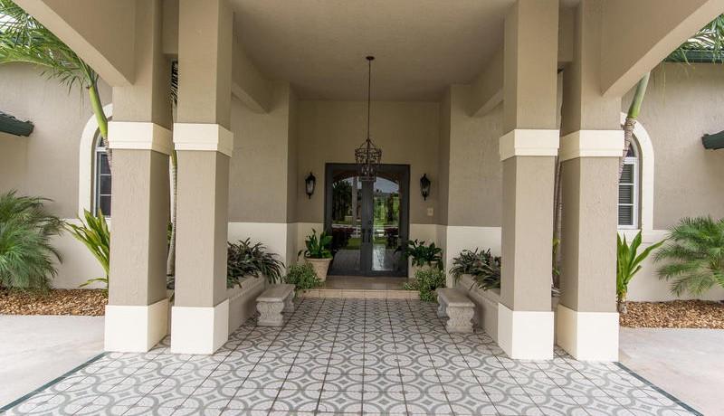 5800 SW 198th Terrace-MLS_Size-007-Entry Detail-800x600-72dpi