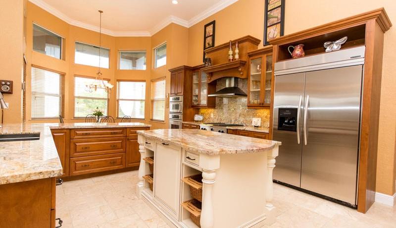 5800 SW 198th Terrace-MLS_Size-030-Kitchen-800x600-72dpi