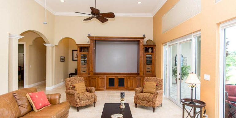 5800 SW 198th Terrace-MLS_Size-034-Family Room-800x600-72dpi