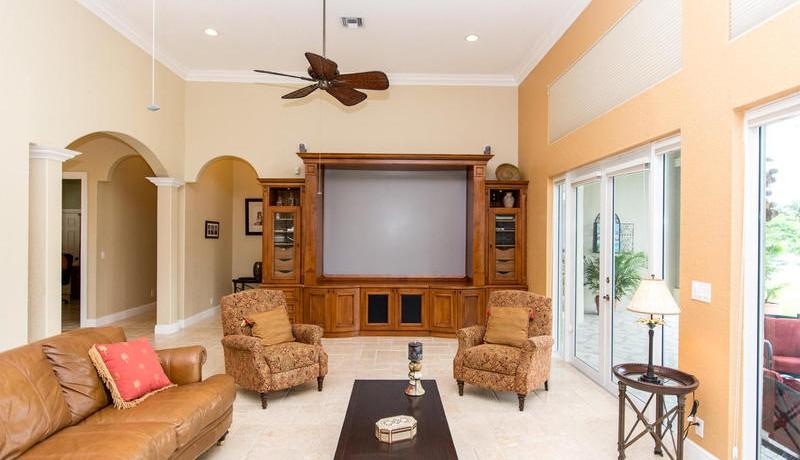 5800 SW 198th Terrace-MLS_Size-034-Family Room-800x600-72dpi