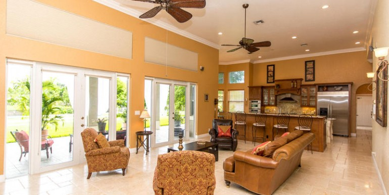 5800 SW 198th Terrace-MLS_Size-040-Living Room-800x600-72dpi